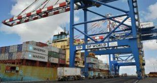 رصيف بضائع في ميناء