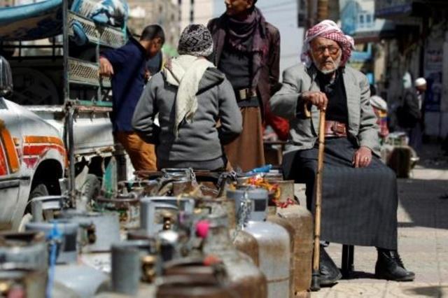 Photo of أوكسفام: التحويلات النقدية إلى اليمن انخفضت 80٪