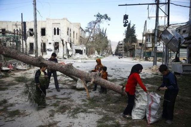 أطفال سوريون طحنتهم الحرب