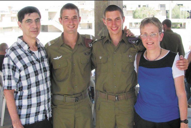 صورة عائلة جندي إسرائيلي: نتنياهو جلب وثائق إيران وعجز عن إعادة أسرانا من غزة