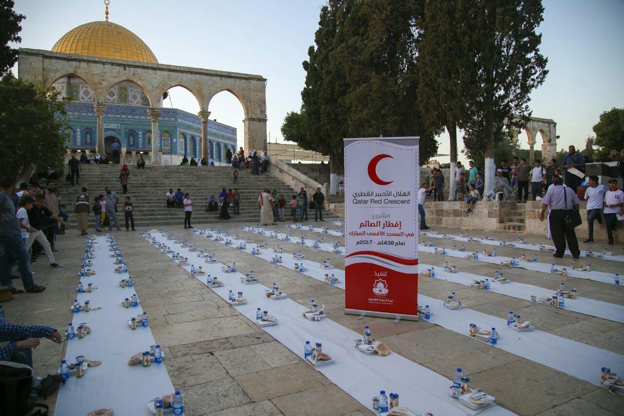 Photo of الهلال الأحمر القطري يتكفل بافطارات المسجد الأقصى