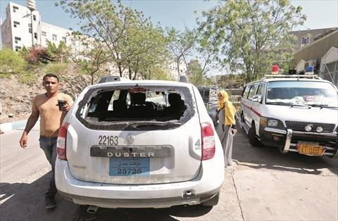 صورة بعد قتل الإمارات لأحد موظفيه.. الصليب الأحمر ينسحب من اليمن