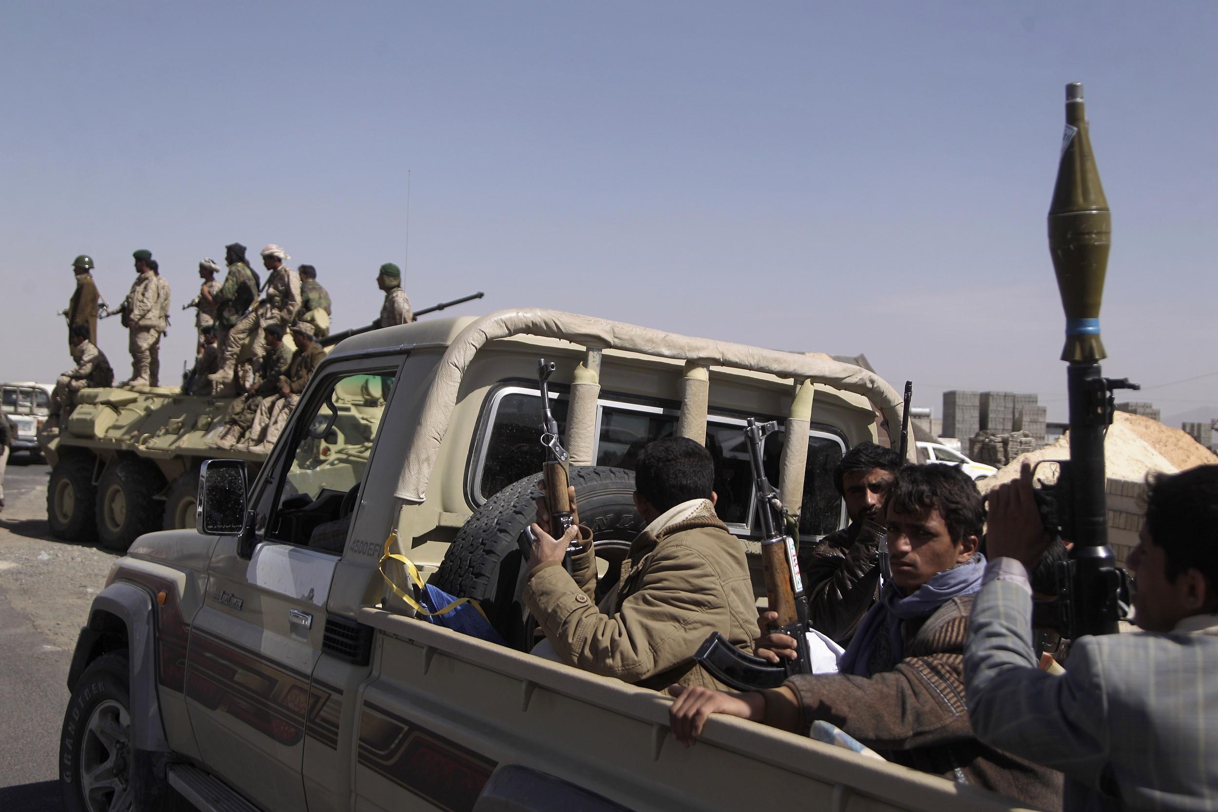 صورة تجدد الاشتباكات في تعز بين الجيش وجماعة مدعومة إمارتيا