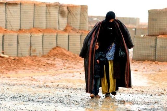 Photo of (إفرد) تطالب بانتظام وصول الإمدادات الغذائية والطبية للاجئين السوريين في مخيم الركبان