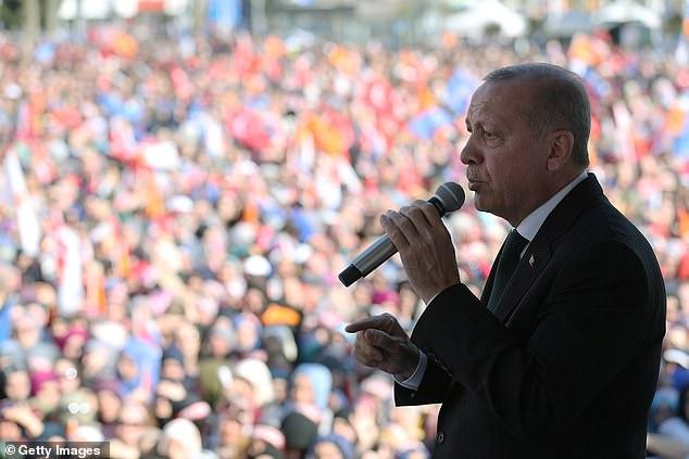 الرئيس التركي يعرض لقطات لمذبحة المساجد قبل زيارة وزير خارجية نيوزيلندا