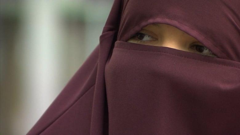 صورة سريلانكا تحظر تغطية الوجه بعد هجمات عيد الفصح