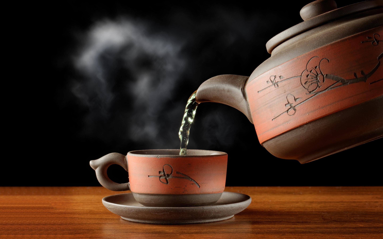 لشرب الشاي ساخنًا الكثير من المخاطر الصحية
