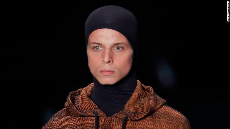 عارض الأزياء تاليس سواريس