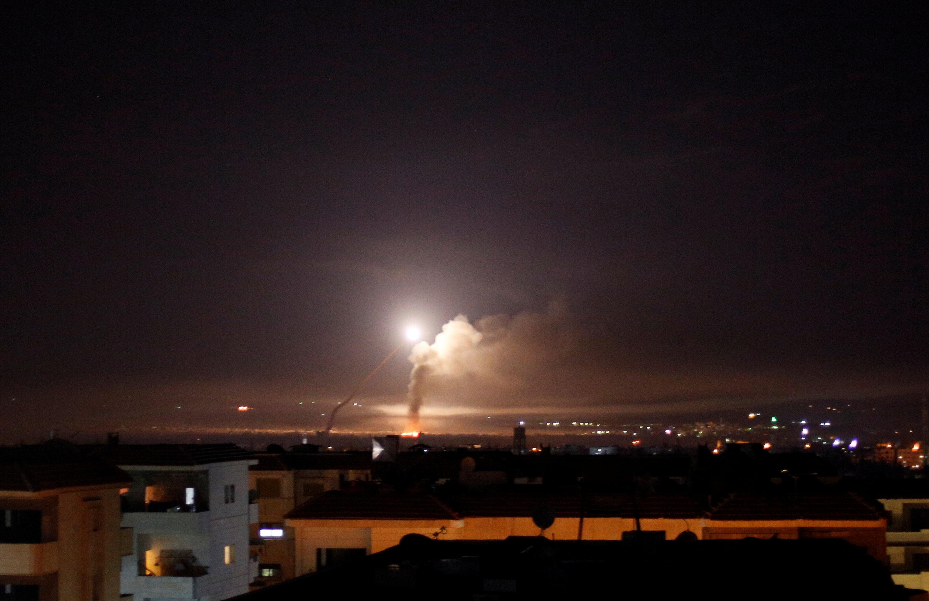 Photo of قصف إسرائيلي يستهدف مواقع فصائل مدعومة من إيران جنوبي سوريا