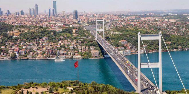 أحد الجسور في مدينة اسطنبول