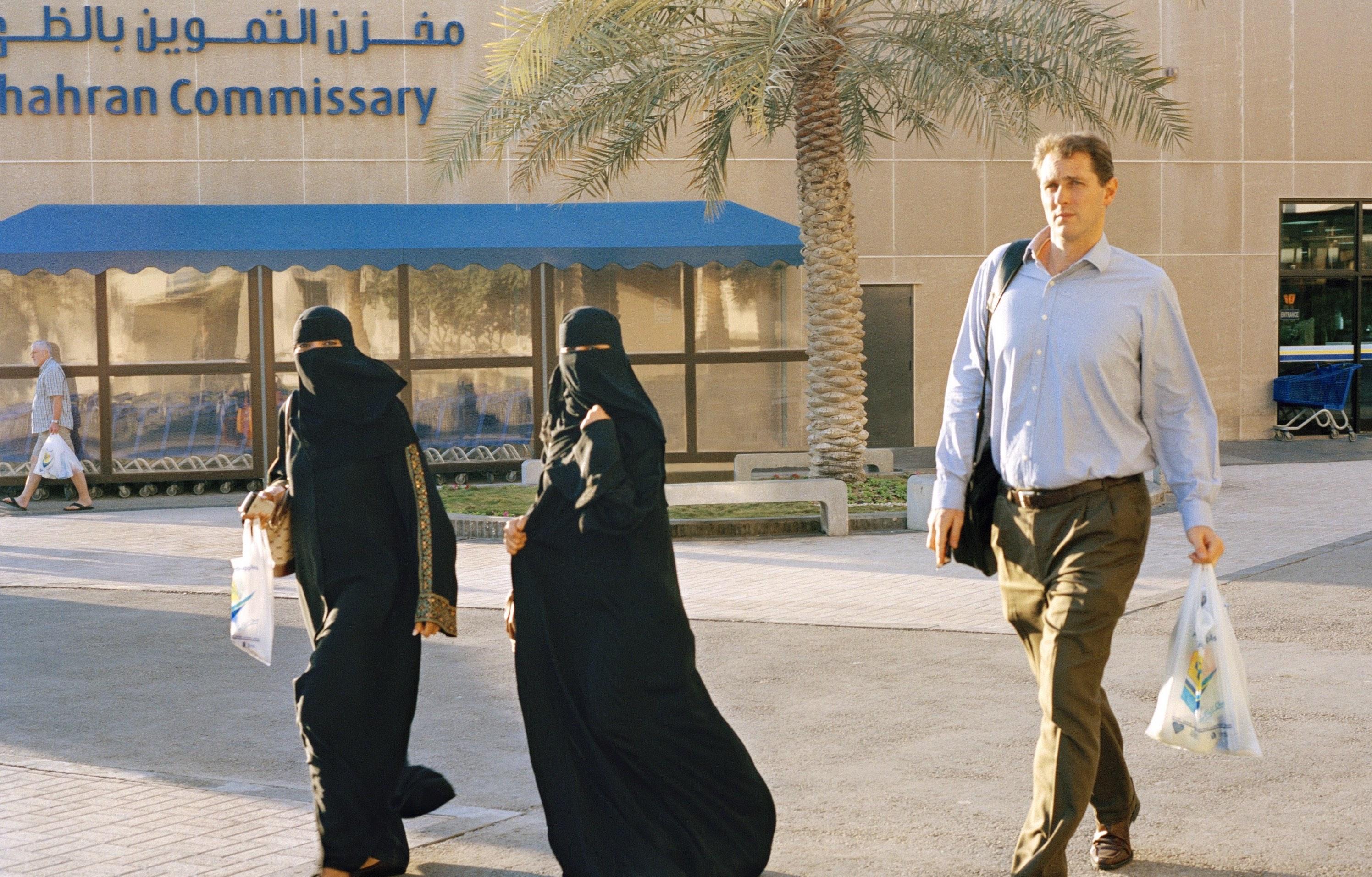 ازدياد طلبات هجرة لأمريكا جاء بعد تراجع الاقتصاد السعودي والتضييق على الحريات