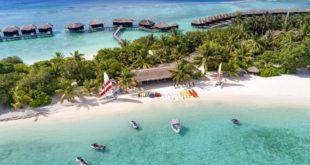 جزيرة من جزر المالديف