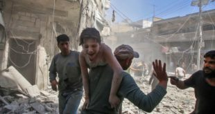 سوريون يتعرضون للقصف من قوات النظام والجيش الروسي