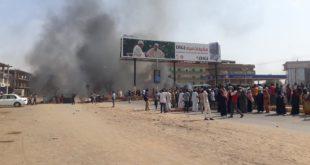 الجيش في السودان أحرق خيام المعتصمين وقتل نحو 100 منهم
