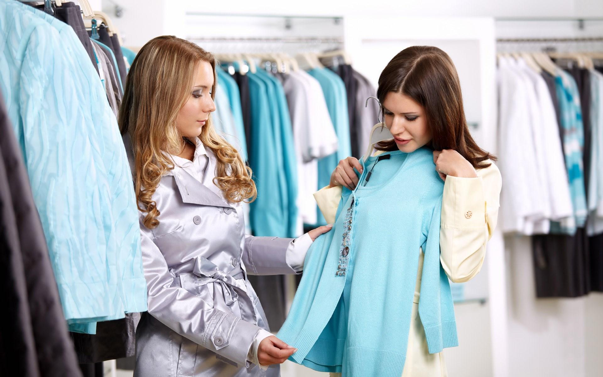 الكثير من المواد السامّة والبكتيريا تتغلغل في الملابس الجديدة