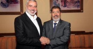 رئيس حماس إسماعيل هنية مع الرئيس المصري الراحل محمد مرسي