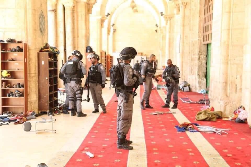 جانب من اقتحام المستوطنين المسجد الأقصى واعتداء قوات الاحتلال على المصلين