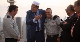 حسن الشلغومي المثير للجدل خلال زيارته لجنود من جيش الاحتلال الإسرائيلي