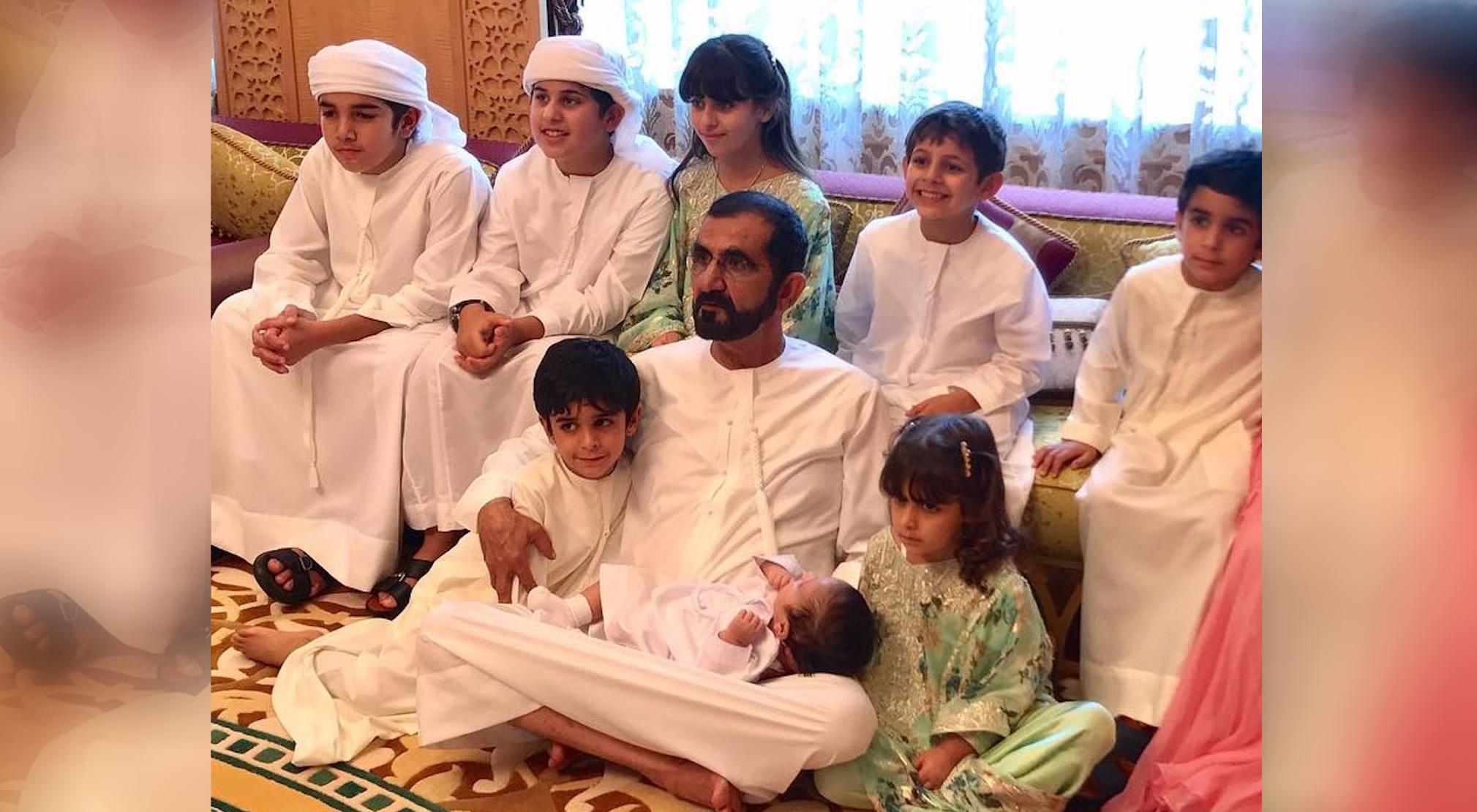 الشيخ محمد بن راشد مع أحفاده