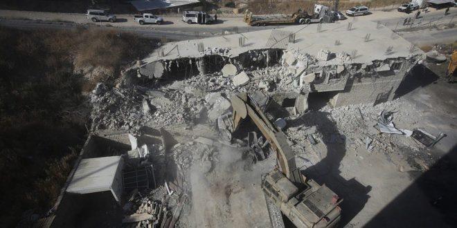 جانب من عمليات هدم منازل الفلسطينيين في القدس