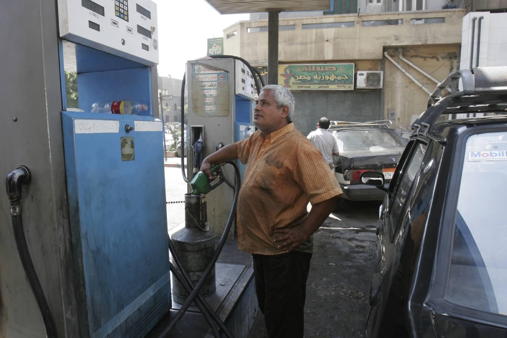 صورة مصر ترفع أسعار الوقود مجددًا لتصل الزيادة إلى 650% منذ تولي السيسي.. تعرّف على الأسعار!