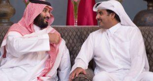 أمير قطر الشيخ تميم بن حمد (يمين) وولي العهد السعودي الأمير محمد بن سلمان