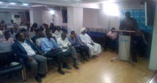 جانب من الندوة التي دعا المشاركون فيها الإمارات لوقف التدخل في الشؤون السودانية