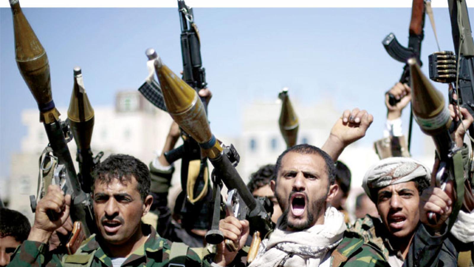 صورة بينهم وزير الدفاع ونائبه.. محكمة حوثية تحكم بإعدام 19 من كبار ضباط الجيش
