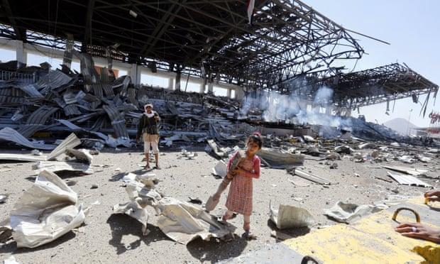 غارة جوية نفذها التحالف بقيادة السعودية على مواقع الحوثيين في اليمن في نوفمبر 2017