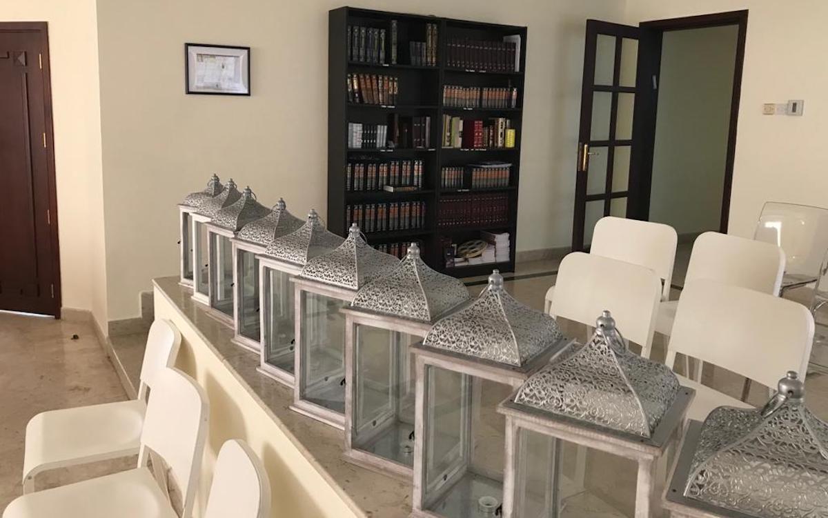جانب من أول معبد للجالية اليهودية في الإمارات