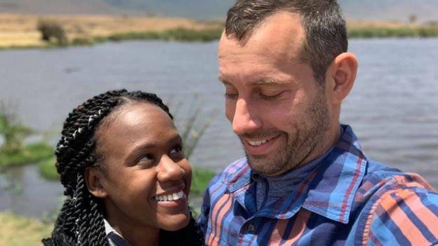 كينيشا أنطوان وستيفن ويبر في رحلة تنزانيا
