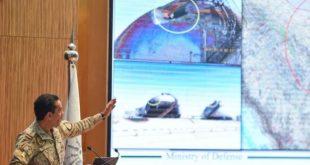 جانب من بقايا الصواريخ والطائرات المستخدمة في الهجوم والتي عرضها مؤتمر وزارة الدفاع السعودية