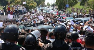 انتشار قوات الأمن خلال تجمع المعلمين الأردنيين قرب مقر الحكومة في عمّان
