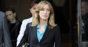 Prosecutor cites Ohio mom in plea for Felicity Huffman prison time