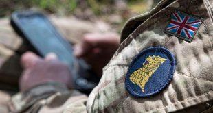يعمل الضابط البريطاني في اللواء 77 المختص بتطوير طرق غير فتاكة لشن الحروب