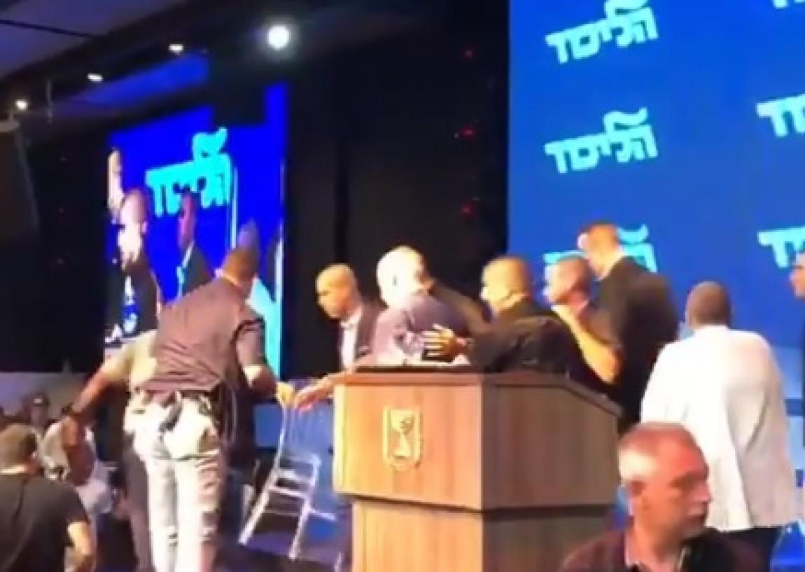صورة فيديو: بعد تعهده بضم أجزاء من الضفة لإسرائيل.. نتنياهو يهرب من صواريخ غزة أثناء خطاب انتخابي
