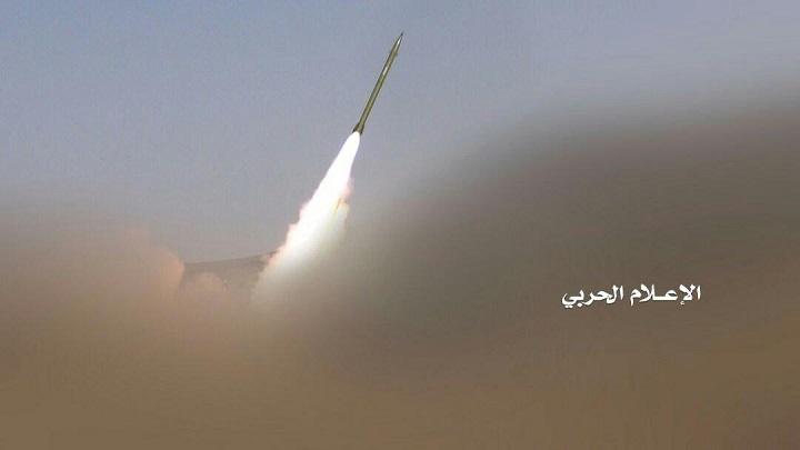 Photo of الحوثيون يقصفون مطار نجران وقاعدة الملك خالد الجوية جنوبي السعودية