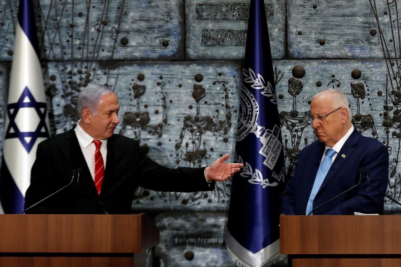 يحضر الرئيس الإسرائيلي روفين ريفلين ونتنياهو مراسم الترشيح في القدس المحتلة يوم 25 سبتمبر (رويترز)