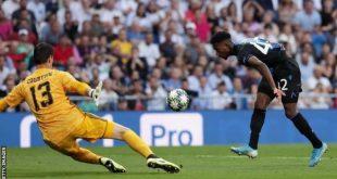 إيمانويل دينيس يسجل الهدف الثاني في مرمى ريال مدريد