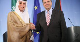 وزير الخارجية السعودي عادل بن أحمد الجبير خلال مؤتمر صحفي مشترك مع وزير الخارجية الألماني سيجمار غابرييل عقب لقائهما في برلين