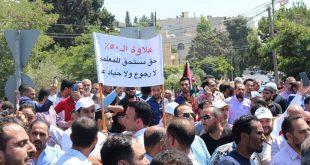 الآلاف من المعلمين الأردنيين يتجمعون بالقرب من المقر الرئيسي للحكومة خلال مظاهرة تطالب بزيادة قدرها 50 ٪ في رواتبهم في عمان