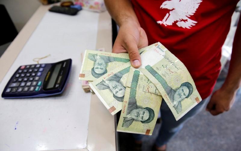 Photo of الاقتصاد الإيراني يتراجع 9.5٪ هذا العام ويخسر 90% مقارنة بـ2017!