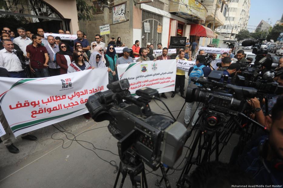وقفة رافضة لحجب السلطة الفلسطينية مواقع إخبارية معارضة