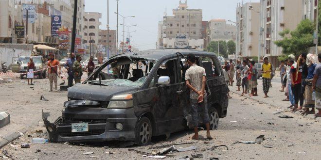 سيارة محطمة بعد انفجار سيارة مفخخة بعدن في 1 أغسطس 2019