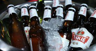 مشروبات كحولية في دلو من الثلج