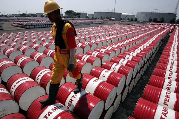 Photo of أسعار النفط تعاود الهبوط مع تزايد إصابات كورونا