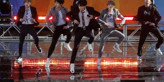 """عرض لفرقة BTS في برنامج """"صباح الخير يا أمريكا"""" في سنترال بارك في مدينة نيويورك"""