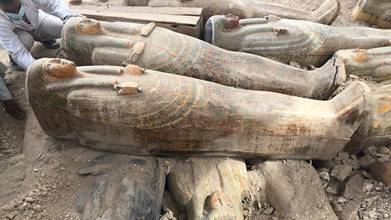 """صورة صور: يضم أكثر من 20 تابوتًا مغلقًا.. العثور على """"كنز"""" أثري بمدينة الأقصر في مصر"""