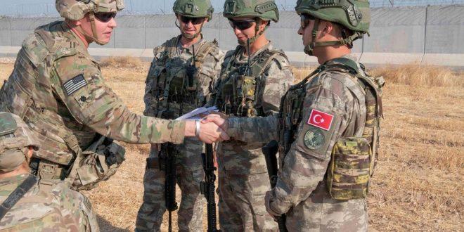 دورية برية مشتركة بين القوات العسكرية الأمريكية والتركية شمالي شرق سوريا