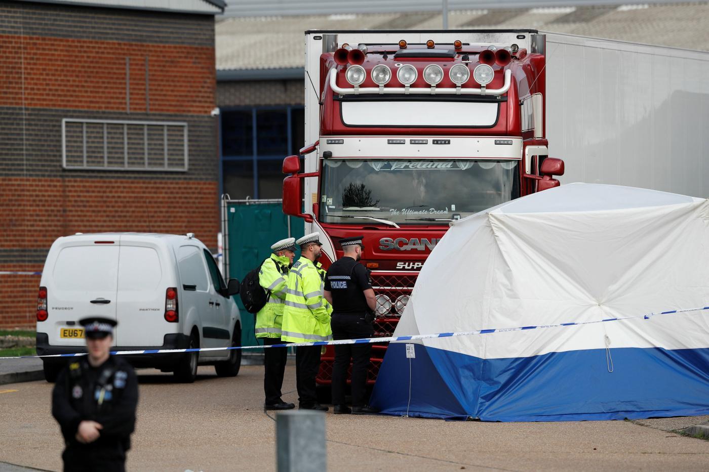 الشاحنة التي عُثر بداخلها على 39 جثة مجهولة الهوية شرقي لندن